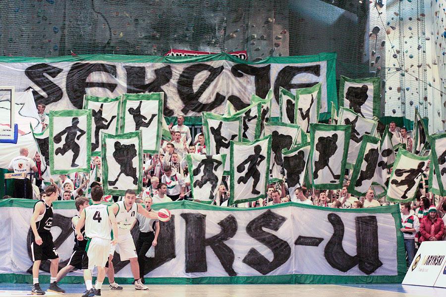 Fenomenul Ultras in alte sporturi - Pagina 3 12azs2_f21