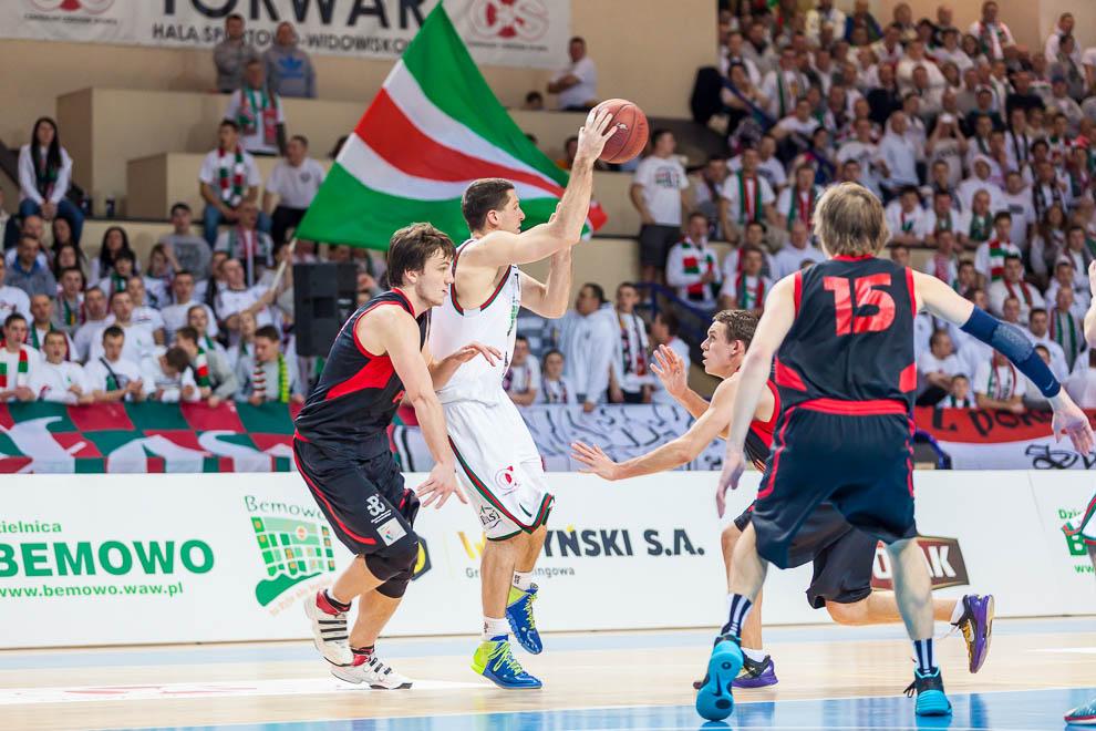Legia Warszawa 69-58 Polonia Warszawa - fot. Piotr Galas (zdjęcie 38 z 77)