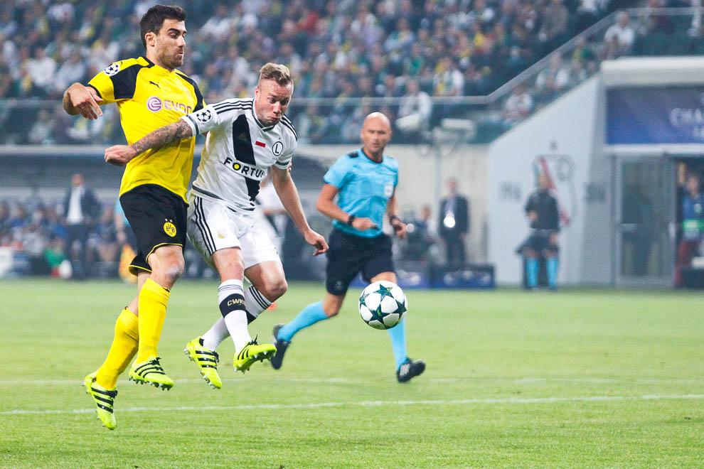 Legia Warszawa 0-6 Borussia Dortmund - fot. Piotr Galas/wiadomosci24.pl (zdjęcie 31 z 77)