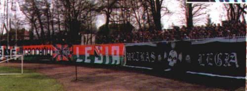 Fani Legii w Wodzisławiu -- fot. Nasza Legia