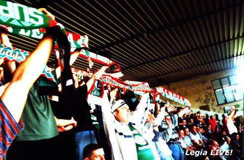 Wszyscy unieśli szale w górę i można było odśpiewać: Mistrzem Polski jest Legia... -- fot. Jacek Filipiuk