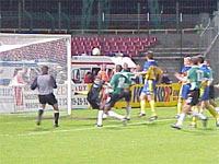Legioniści pod bramką RKS-u w niedzielnym meczu - fot. Woytek