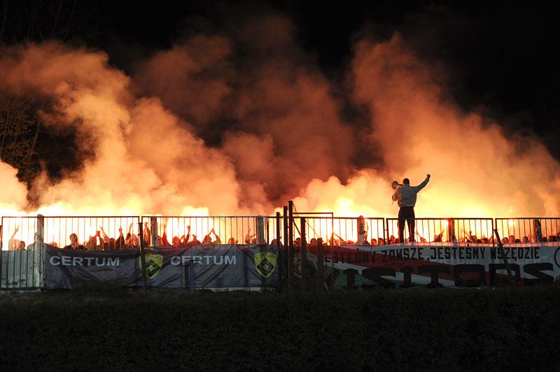 Photos Pyrotechnie (Torches, Pots à Fumée...) - Page 25 09piast2_f97