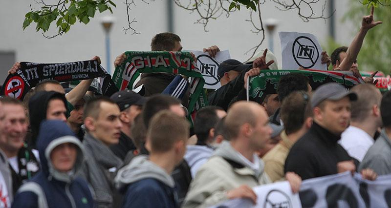 Pikieta kibiców Legii Warszawa - fot. Piotr Galas (zdjęcie 19 z 55)
