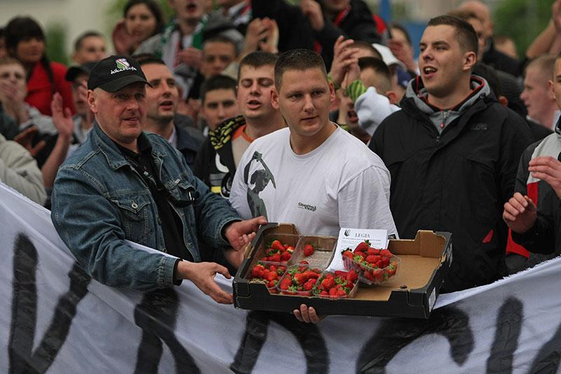 Pikieta kibiców Legii Warszawa - fot. Piotr Galas (zdjęcie 21 z 55)