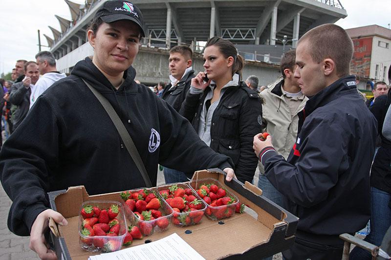 Pikieta kibiców Legii Warszawa - fot. Piotr Galas (zdjęcie 6 z 55)