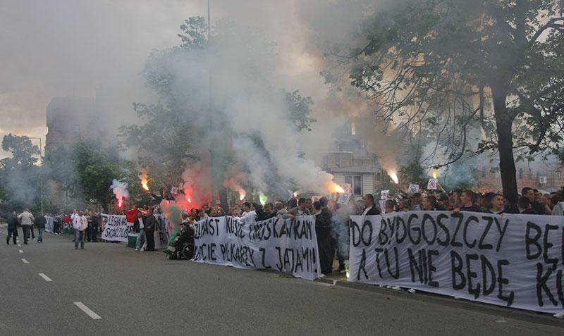 Pikieta kibiców Legii Warszawa - fot. Piotr Galas (zdjęcie 8 z 55)
