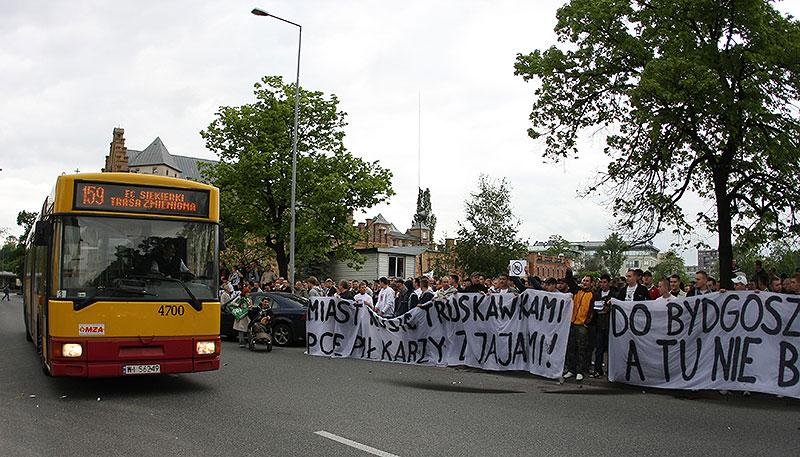Pikieta kibiców Legii Warszawa - fot. Piotr Galas (zdjęcie 9 z 55)