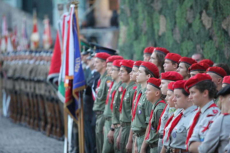 Apel Poległych na pl. Krasińskich - fot. Piotr Galas (zdjęcie 11 z 43)
