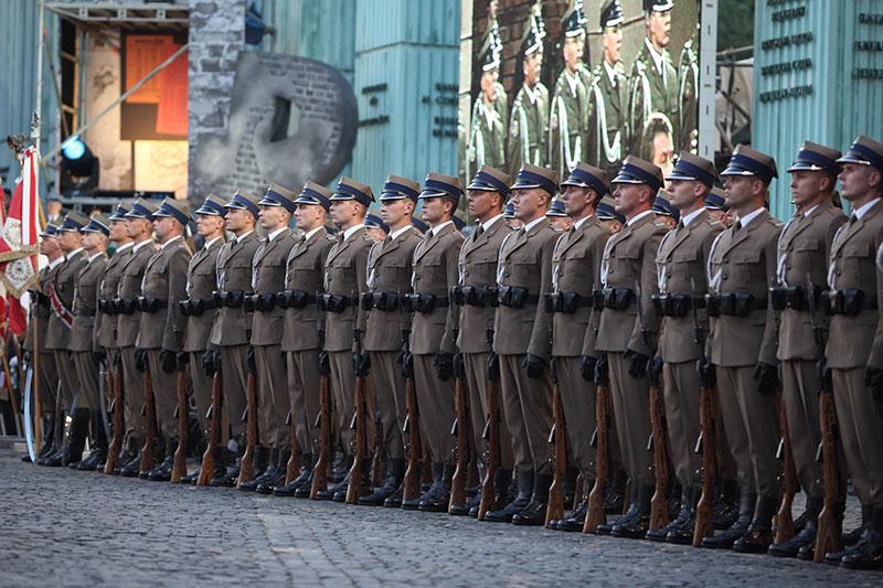 Apel Poległych na pl. Krasińskich - fot. Piotr Galas (zdjęcie 14 z 43)