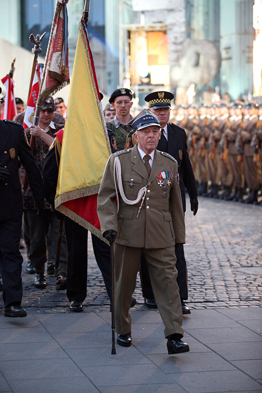 Apel Poległych na pl. Krasińskich - fot. Piotr Galas (zdjęcie 22 z 43)