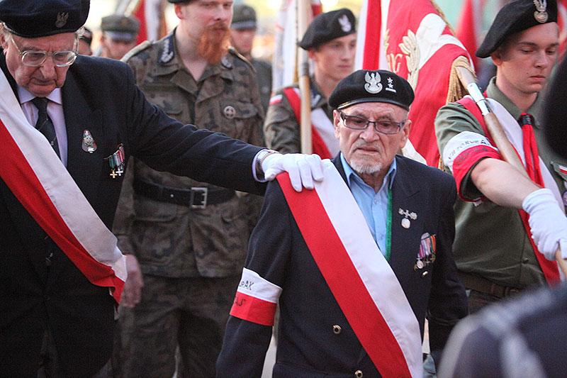Apel Poległych na pl. Krasińskich - fot. Piotr Galas (zdjęcie 24 z 43)