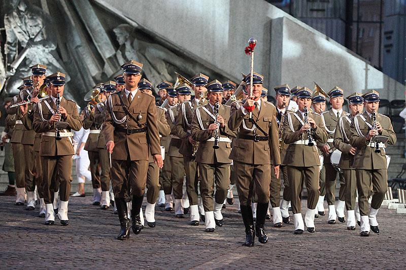 Apel Poległych na pl. Krasińskich - fot. Piotr Galas (zdjęcie 27 z 43)