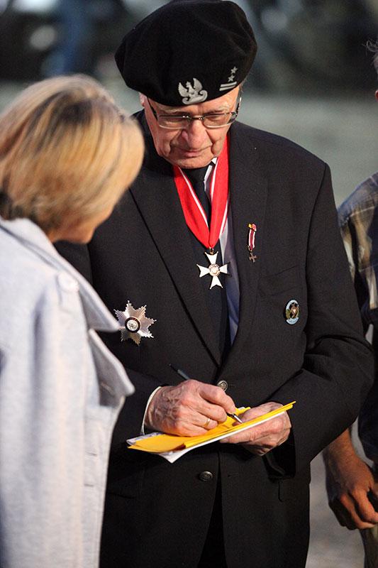 Apel Poległych na pl. Krasińskich - fot. Piotr Galas (zdjęcie 29 z 43)