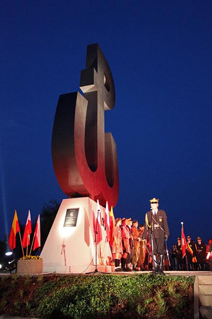 Obchody wybuchu Powstania Warszawskiego na Kopcu Powstania Warszawskiego - fot. Piotr Galas (zdjęcie 12 z 29)