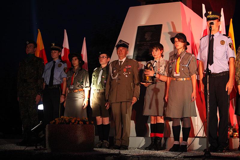 Obchody wybuchu Powstania Warszawskiego na Kopcu Powstania Warszawskiego - fot. Piotr Galas (zdjęcie 16 z 29)