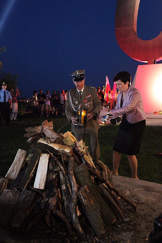 Obchody wybuchu Powstania Warszawskiego na Kopcu Powstania Warszawskiego - fot. Piotr Galas (zdjęcie 17 z 29)