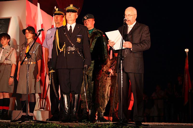 Obchody wybuchu Powstania Warszawskiego na Kopcu Powstania Warszawskiego - fot. Piotr Galas (zdjęcie 19 z 29)