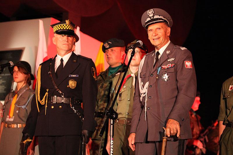 Obchody wybuchu Powstania Warszawskiego na Kopcu Powstania Warszawskiego - fot. Piotr Galas (zdjęcie 20 z 29)