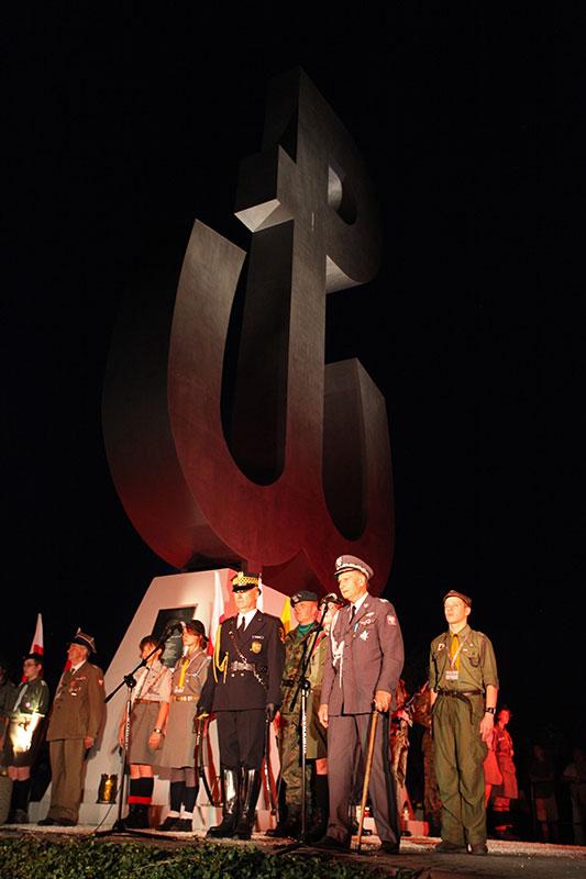 Obchody wybuchu Powstania Warszawskiego na Kopcu Powstania Warszawskiego - fot. Piotr Galas (zdjęcie 21 z 29)