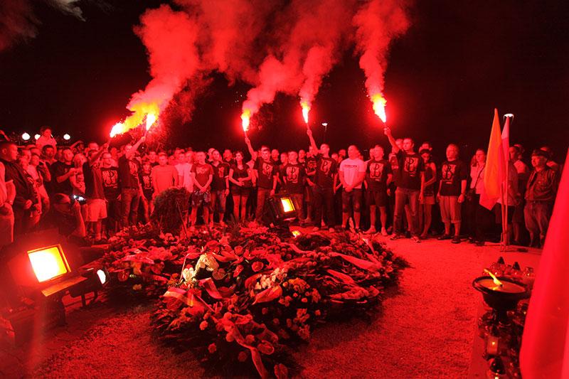 Obchody wybuchu Powstania Warszawskiego na Kopcu Powstania Warszawskiego - fot. Piotr Galas (zdjęcie 28 z 29)