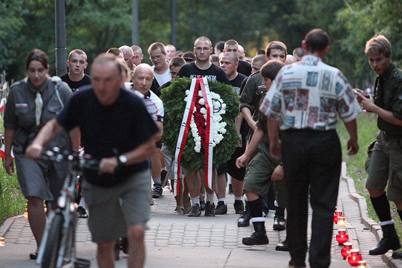 Obchody wybuchu Powstania Warszawskiego na Kopcu Powstania Warszawskiego - fot. Piotr Galas (zdjęcie 8 z 29)