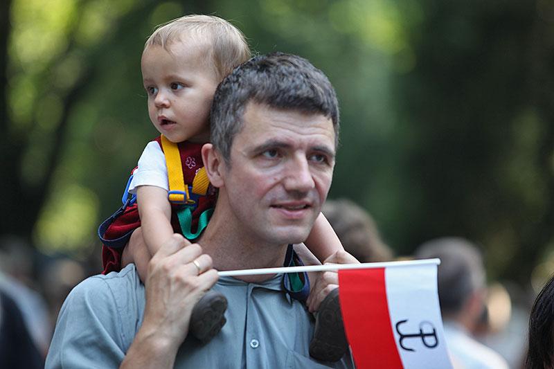 """Godzina """"W"""" na Powązkach Wojskowych - fot. Piotr Galas (zdjęcie 10 z 38)"""