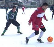 Ostatni sparingowy mecz obu drużyn odbył się w ekstremalnych warunkach... w sobotę będzie gorąco! - fot. Woytek