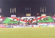 Pozłacany napis Legia z kartonów i folii - fot. Mishka