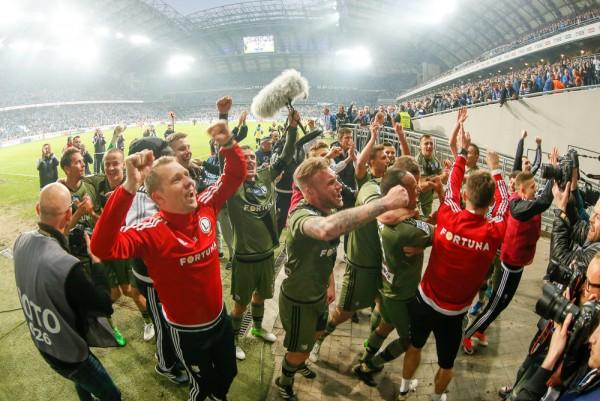 Radość legionistów po wygranej z Lechem przy Bułgarskiej w kwietniu 2017 - fot. Hagi / Legionisci.com