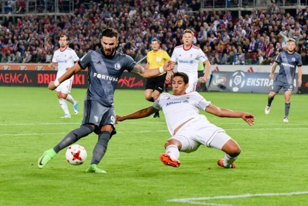 W ten sposób Armando Sadiku zdobył pierwszego gola w barwach Legii - fot. Woytek / Legionisci.com