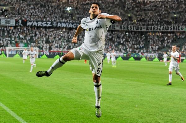 Guilherme cieszy się po golu na 2-0 - fot. Mishka / Legionisci.com