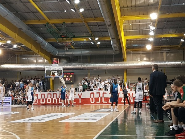 Obrońcy Ojczyzny, transparent na niedzielnym meczu koszykarzy Legii - fot. Bodziach / Legionisci.com