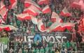 Śląsk Wrocław na meczu z Wisłą Kraków z przerobioną flagą WieRność - fot. slasknet.com