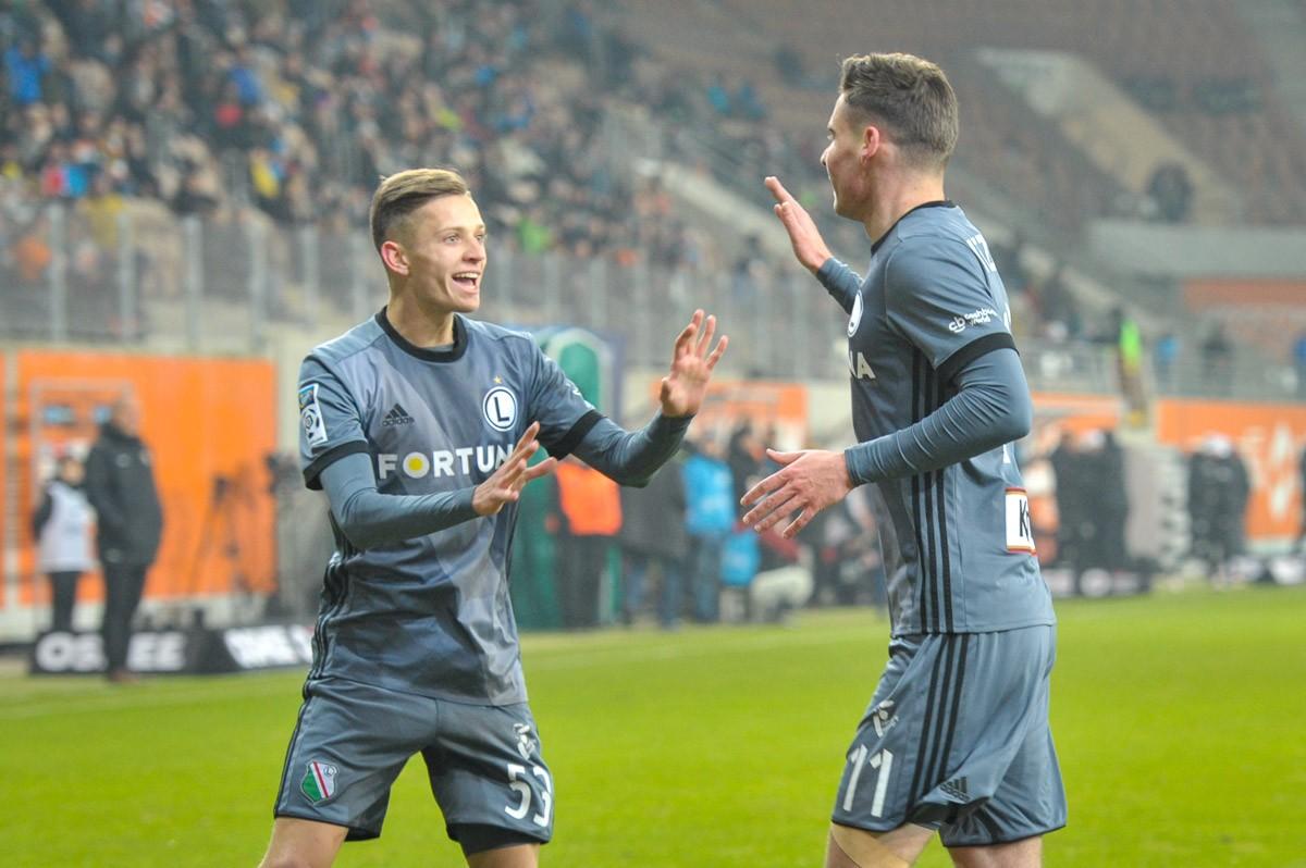 Sebastian Szymański i Jarosław Niezgoda cieszą się po pierwszej bramce w Lubinie - fot. Mishka / Legionisci.com